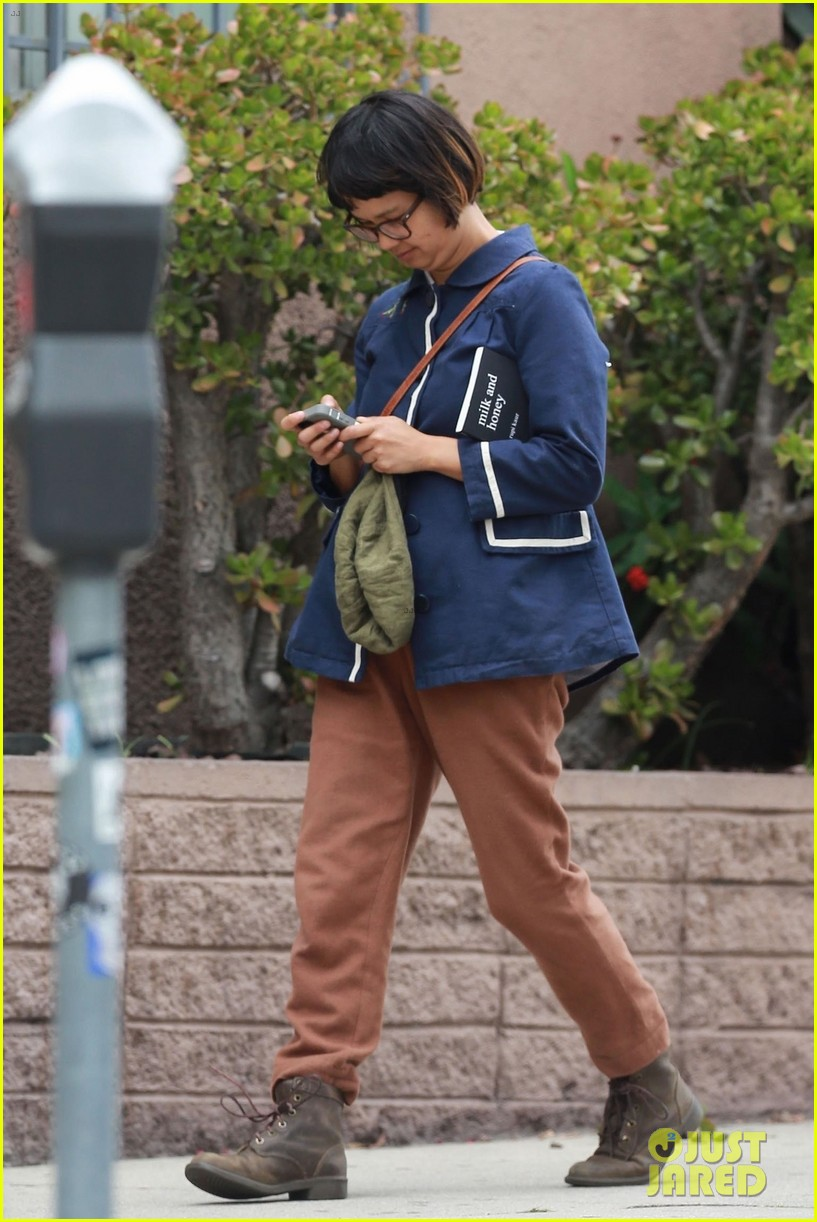 jason segel runs into knocked up costar charlyne yi in los feliz 10
