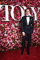 andrew garfield looks so sharp at tonys 2018 03