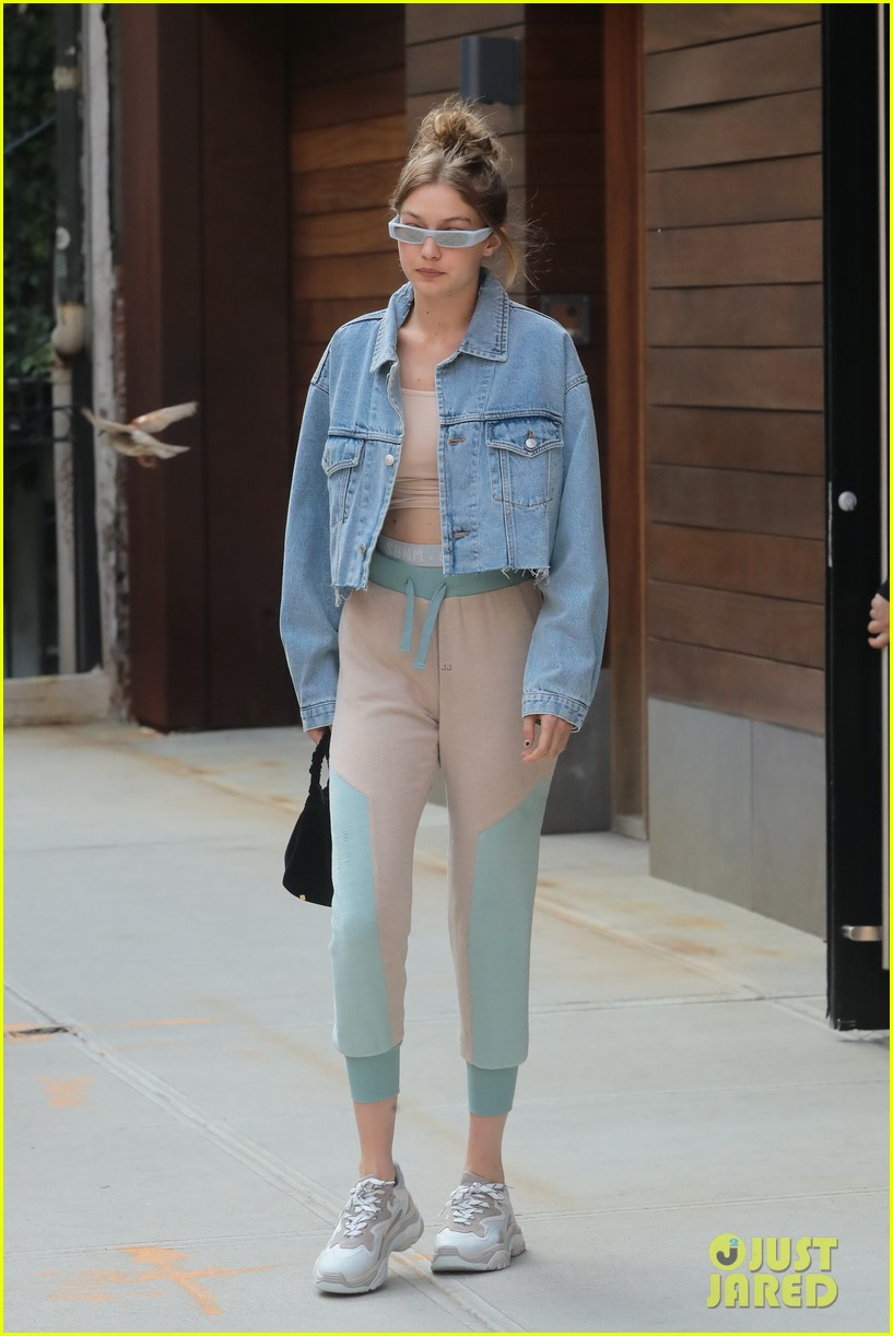 Gigi Hadid Page 2 The Fashion Spot Inside Flats Khaky 37 In Nyc June 18