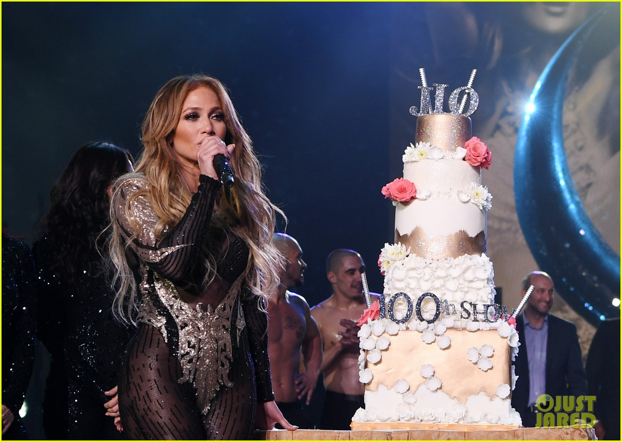 jennifer lopez celebrates 100 shows in vegas 024097908