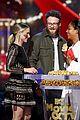 bad moms mila kunis and kristen bell reunite at mtv movie and tv awards 2018 30