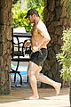 chris pratt shirtless hawaii 03