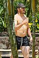 chris pratt shirtless hawaii 14