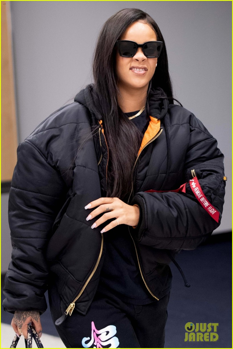 rihanna catches flight out of nyc 01