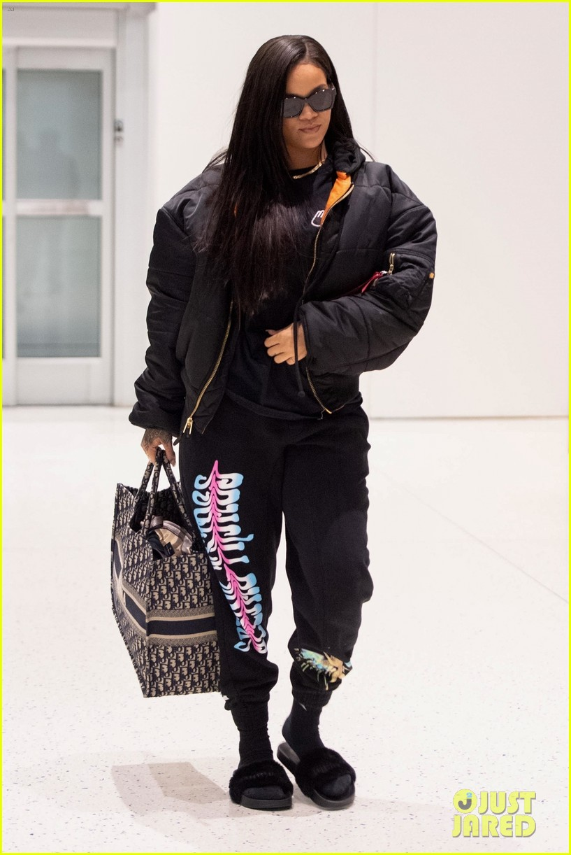 rihanna catches flight out of nyc 15
