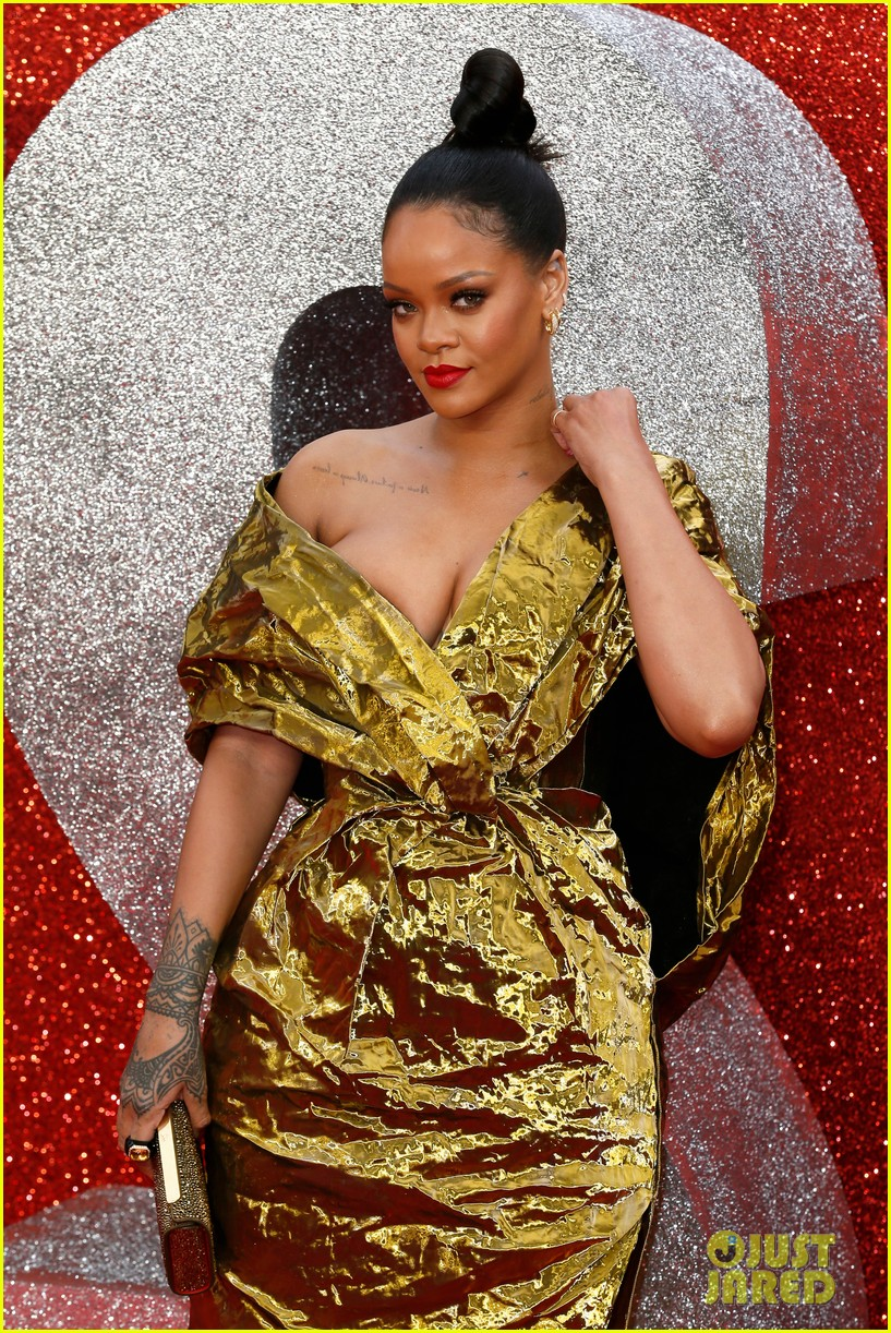 rihanna sparkles in gold at oceans 8 london premiere 02