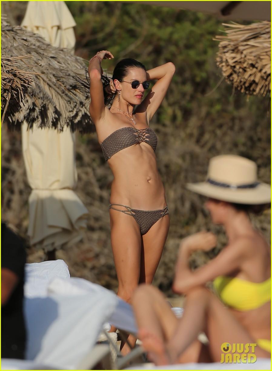 alessandra ambrosio bikini ibiza 05