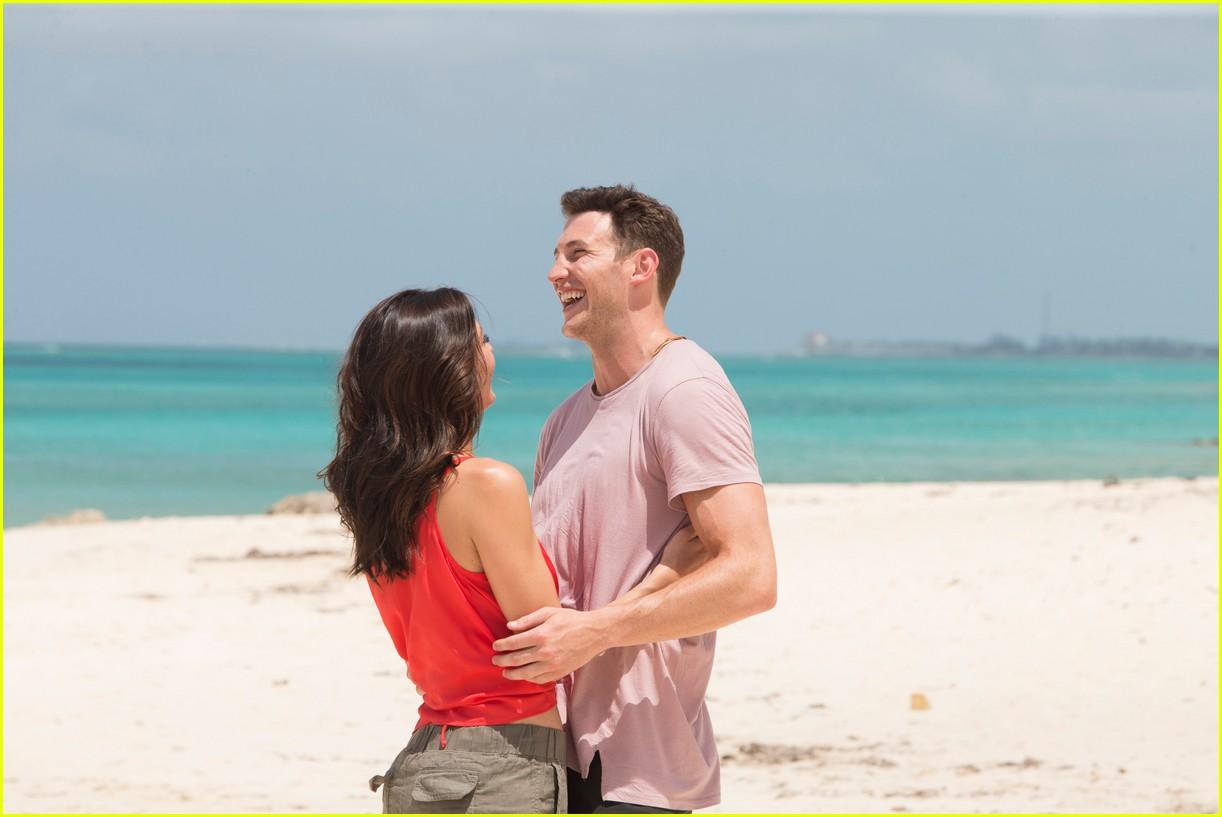the bachelorette becca kufrin beach garrett blake 04