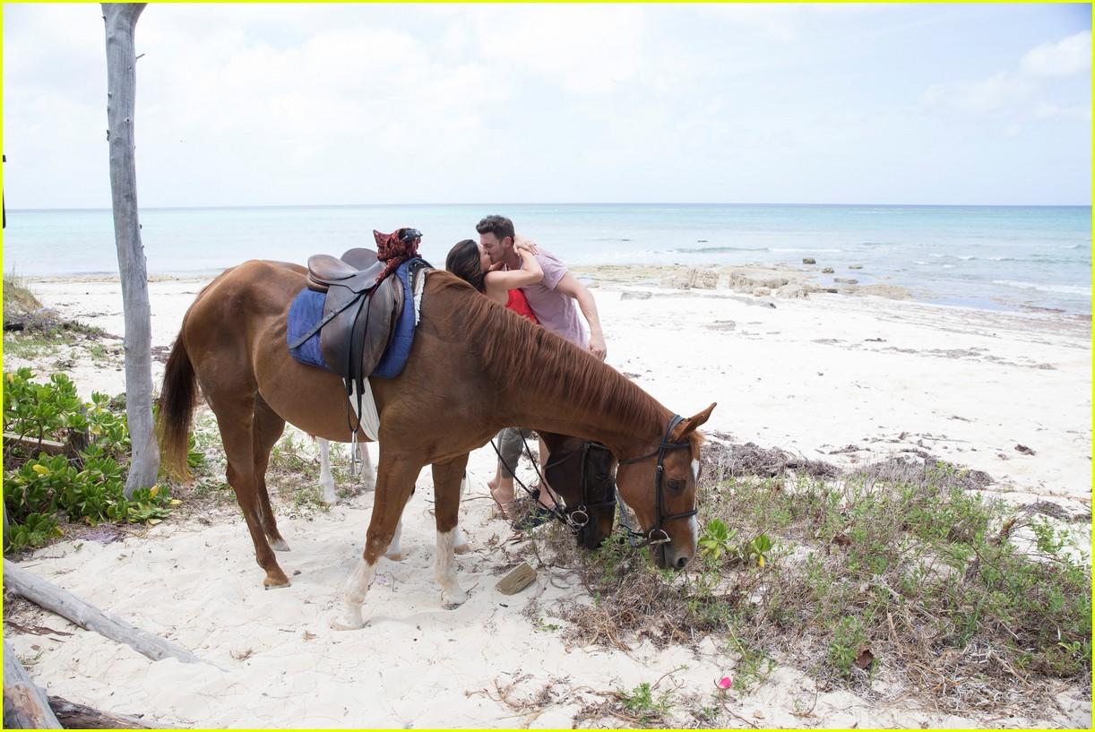 the bachelorette becca kufrin beach garrett blake 30