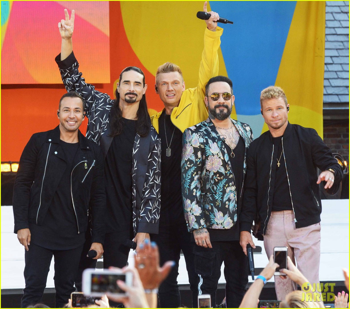 backstreet boys perform their hits on good morning america 01