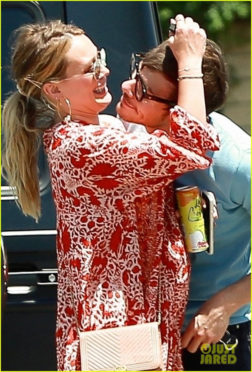 pregnant hilary duff matthew koma lock lips in la 05