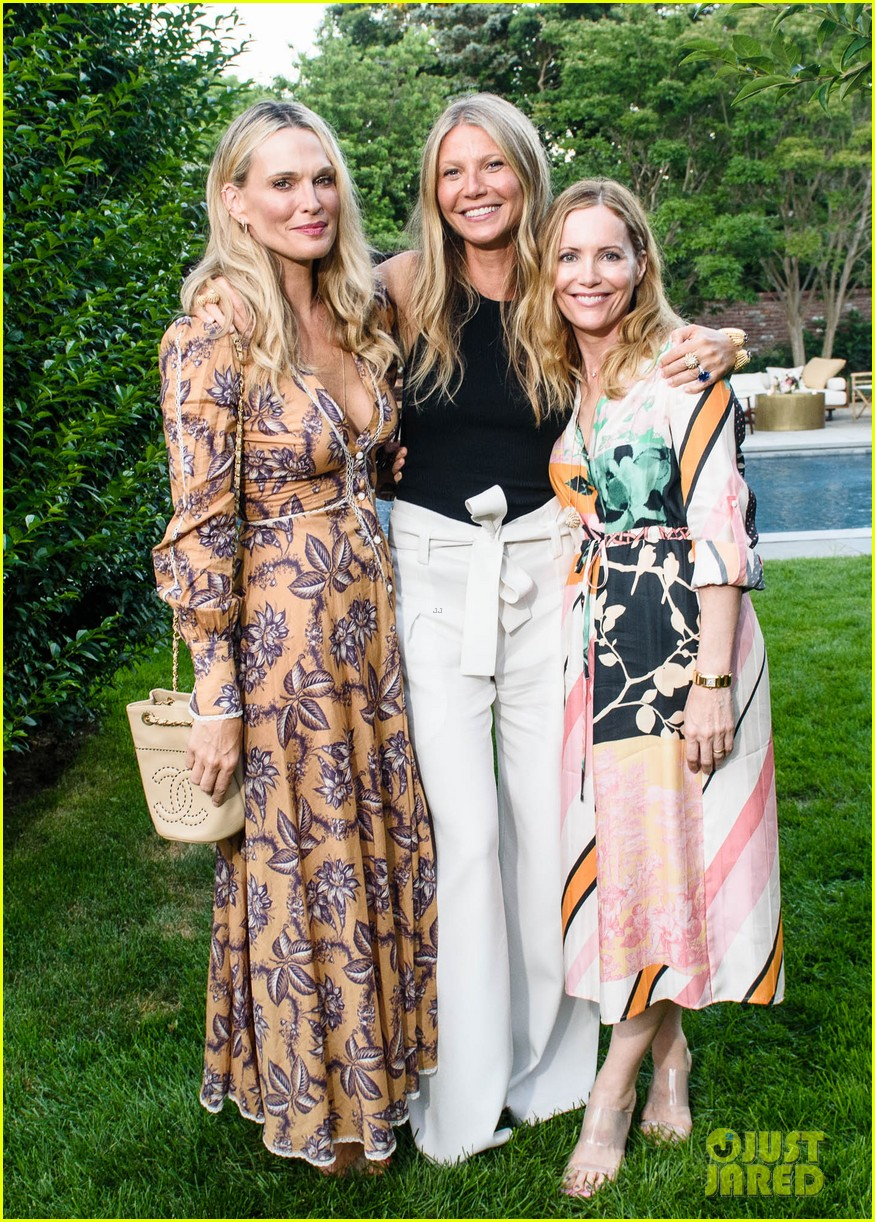 gwyneth paltrow hosts dinner at her home 014117905