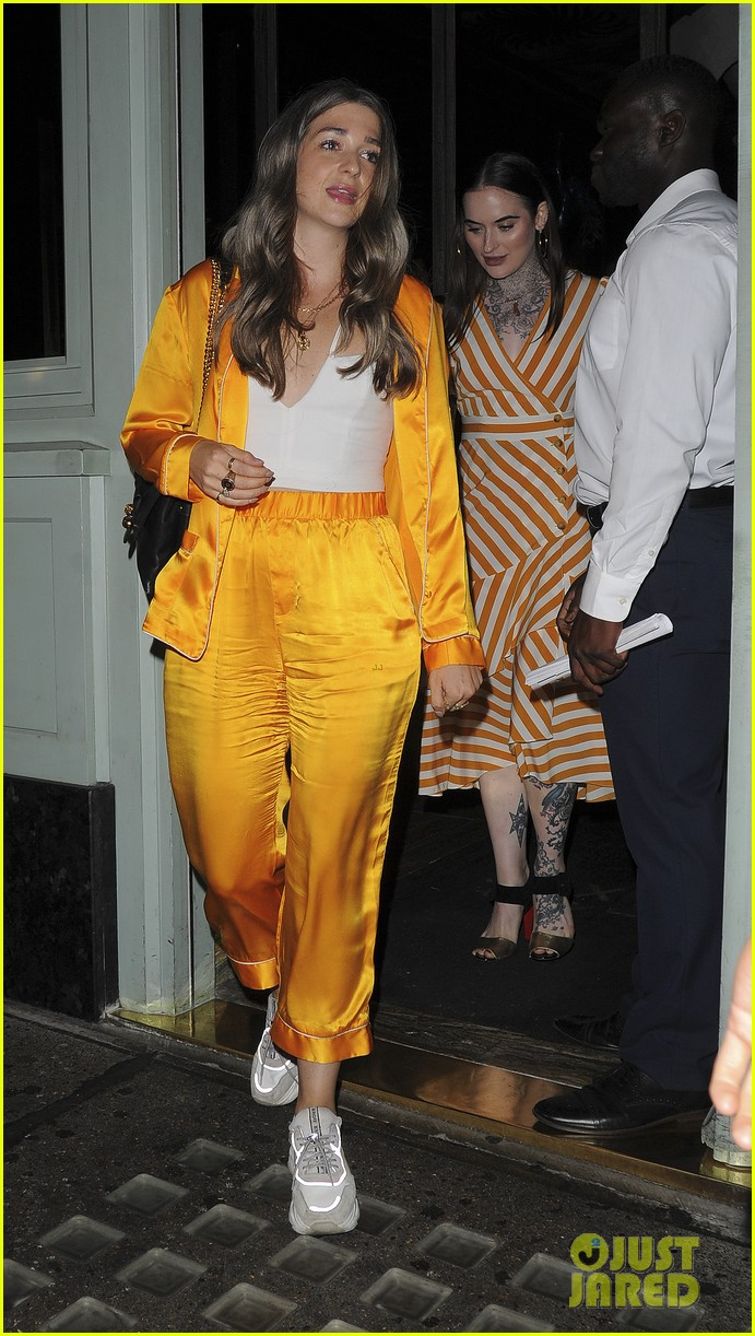liam payne is all smiles during night out with friends in london 014117531