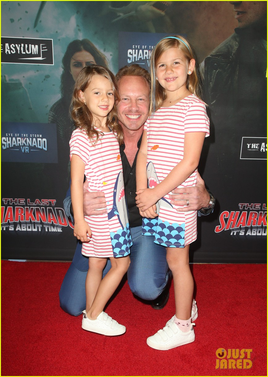 tara reid ian ziering hit red carpet for the last sharknado its about time premiere 03