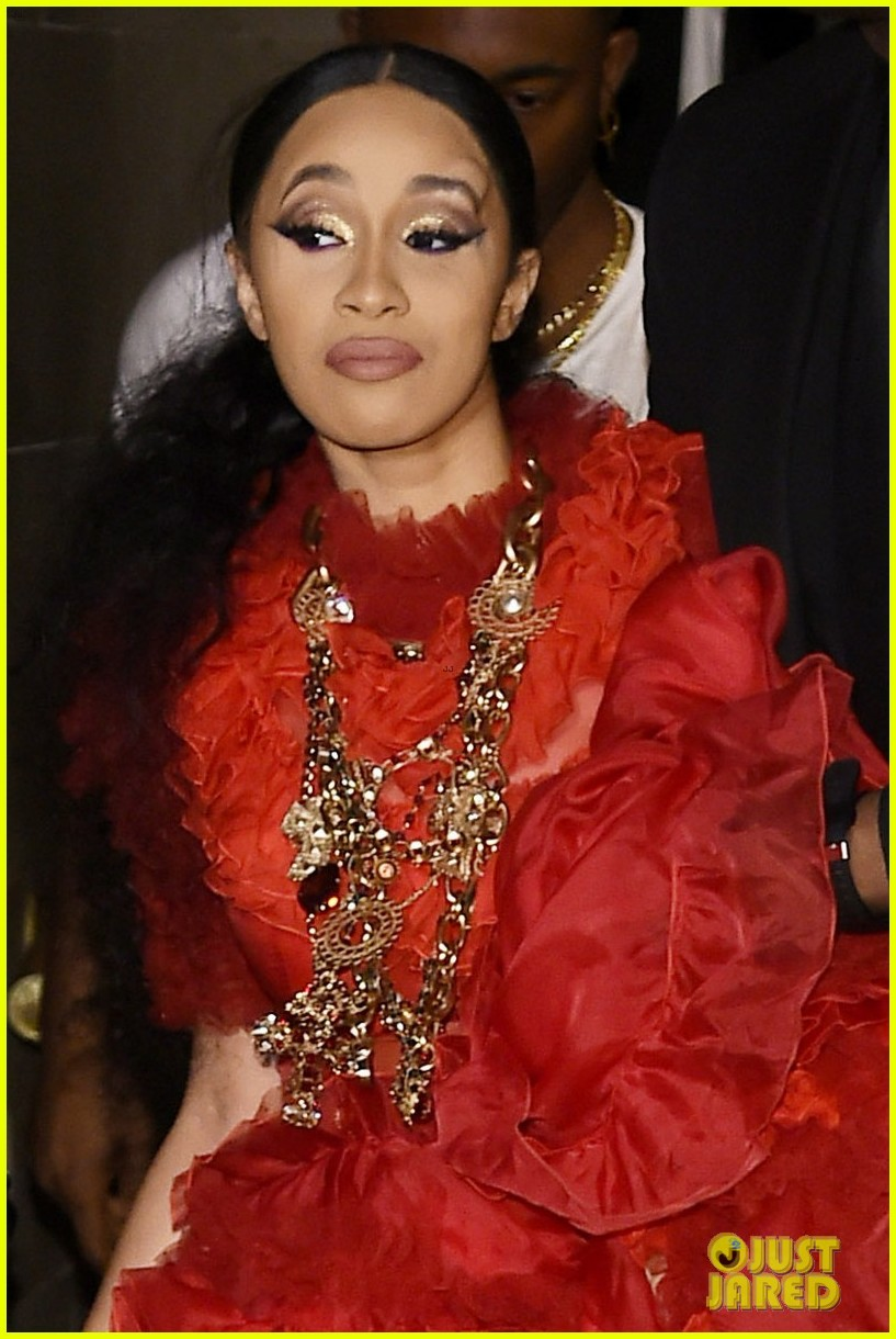 cardi b leaves party with bump on her head 02