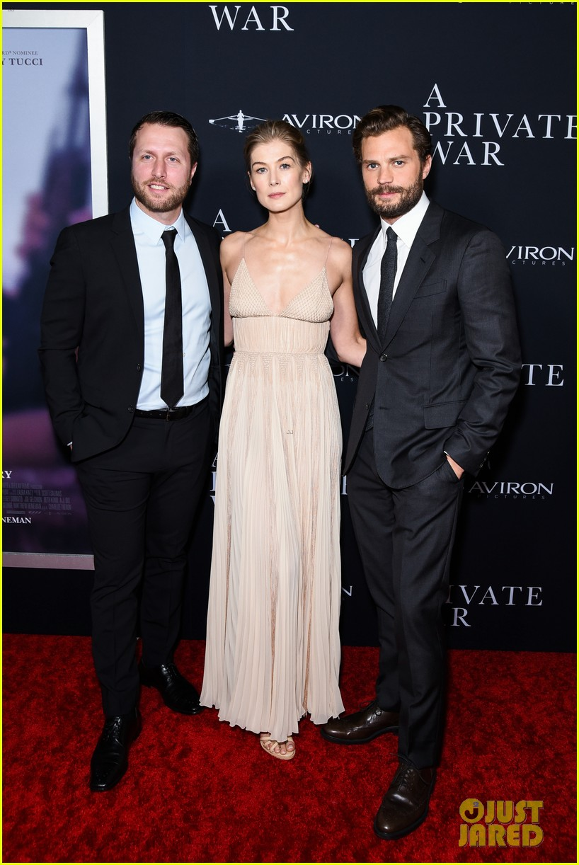 jamie dornan rosamund pike step out for a private war los angeles premiere 09