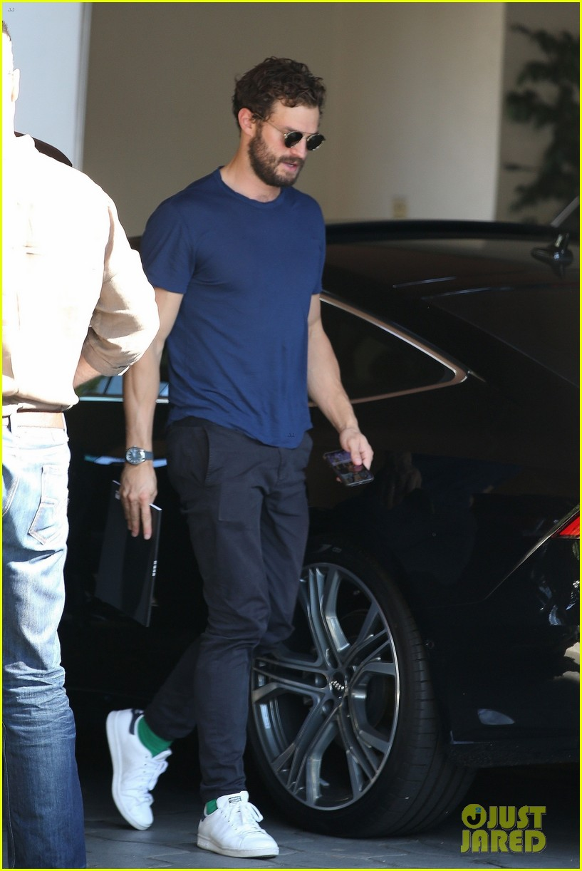 jamie dornan muscles up for weekend meeting 02