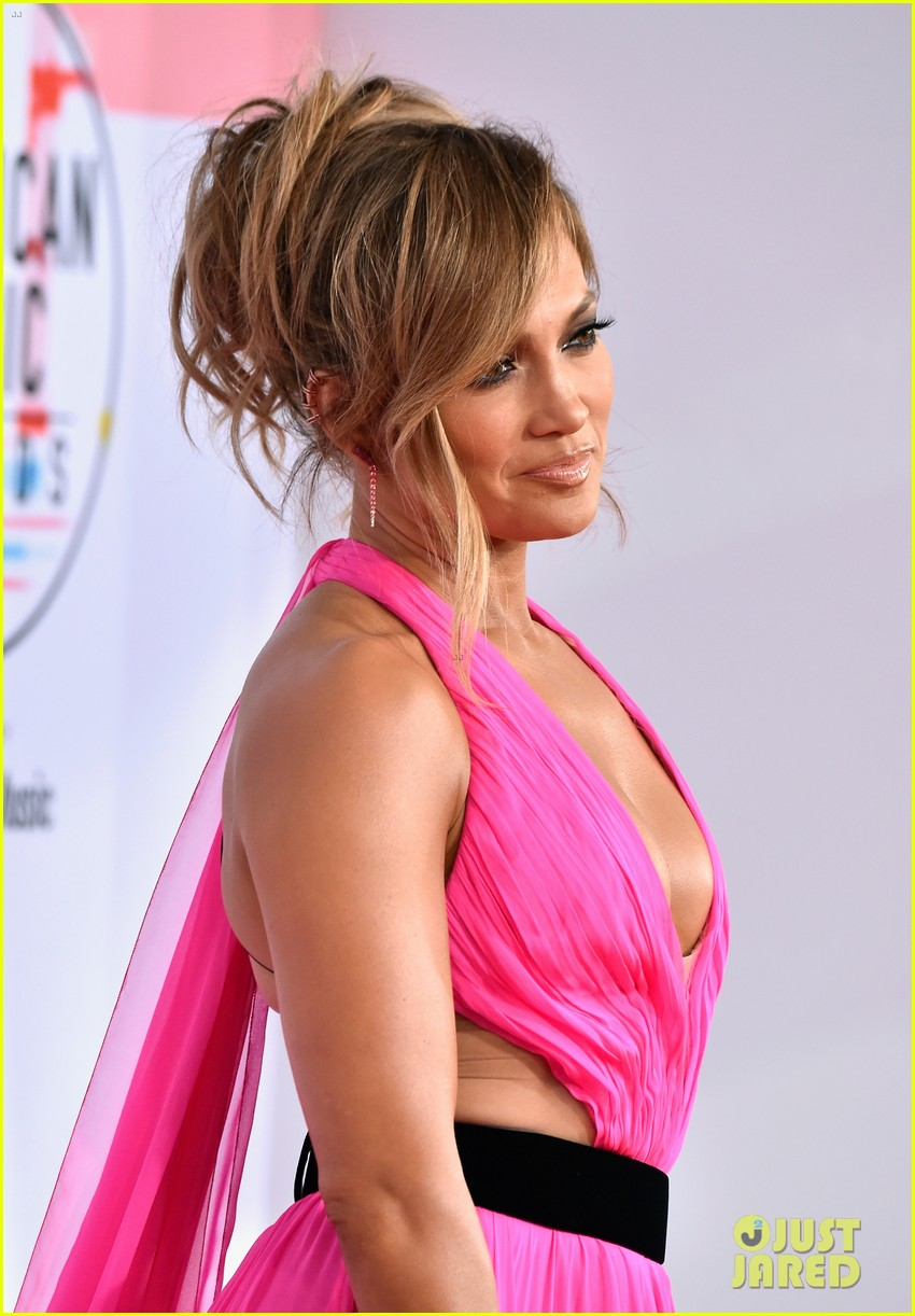 jennifer lopez shows off some leg at american music awards 054161640