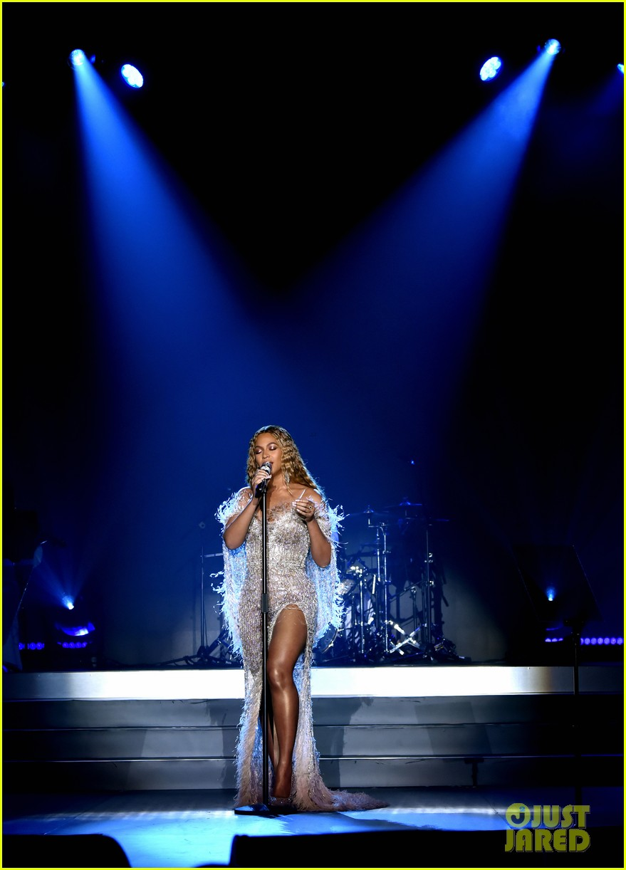 beyonce jay z hit the stage at city of hopes spirit of life gala 02