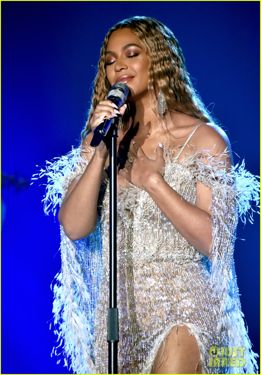beyonce jay z hit the stage at city of hopes spirit of life gala 03