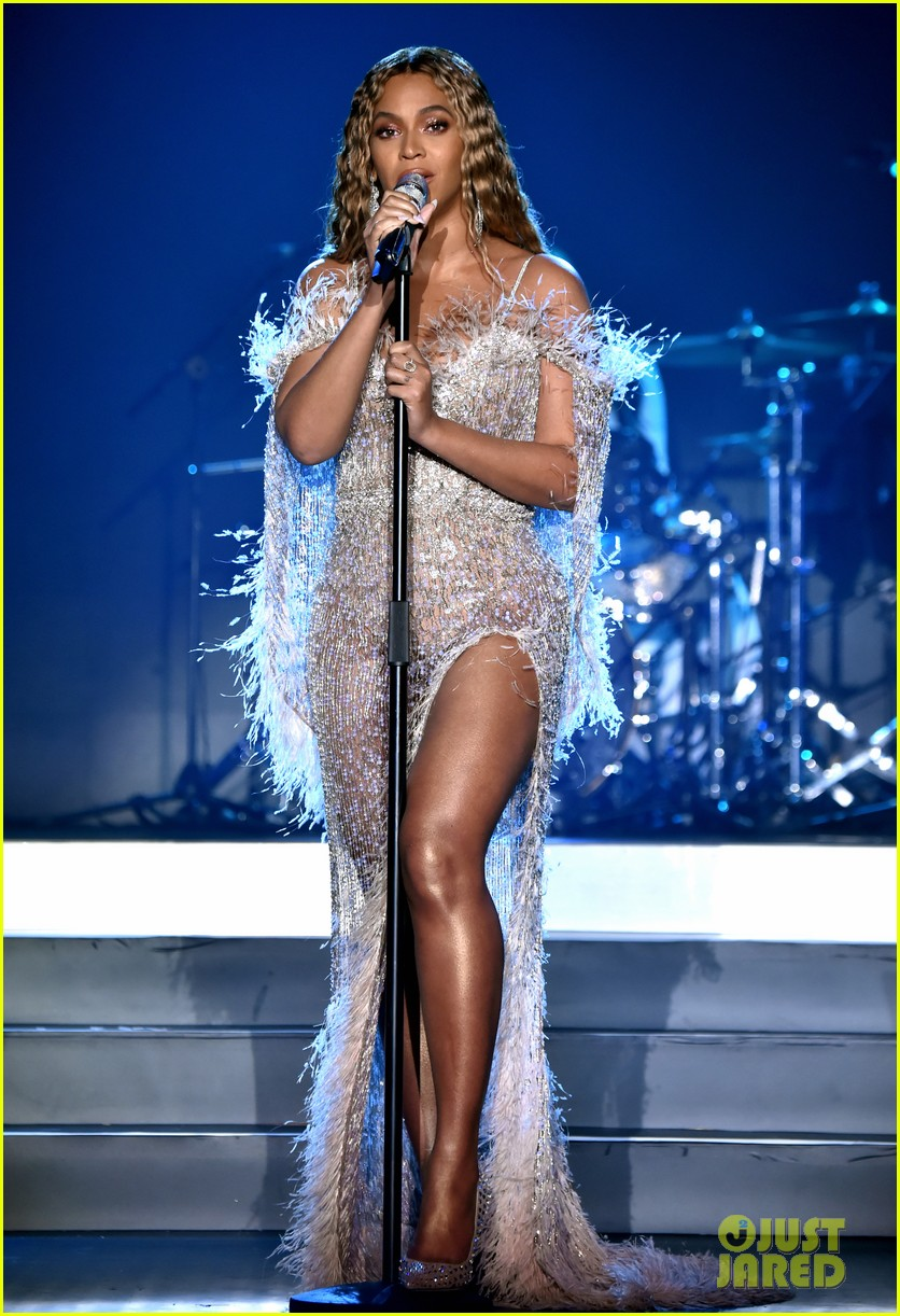 beyonce jay z hit the stage at city of hopes spirit of life gala 04