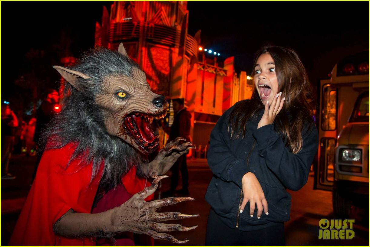 dua lipa derek julianne hough check out universal studios hollywoods halloween horror nights 04