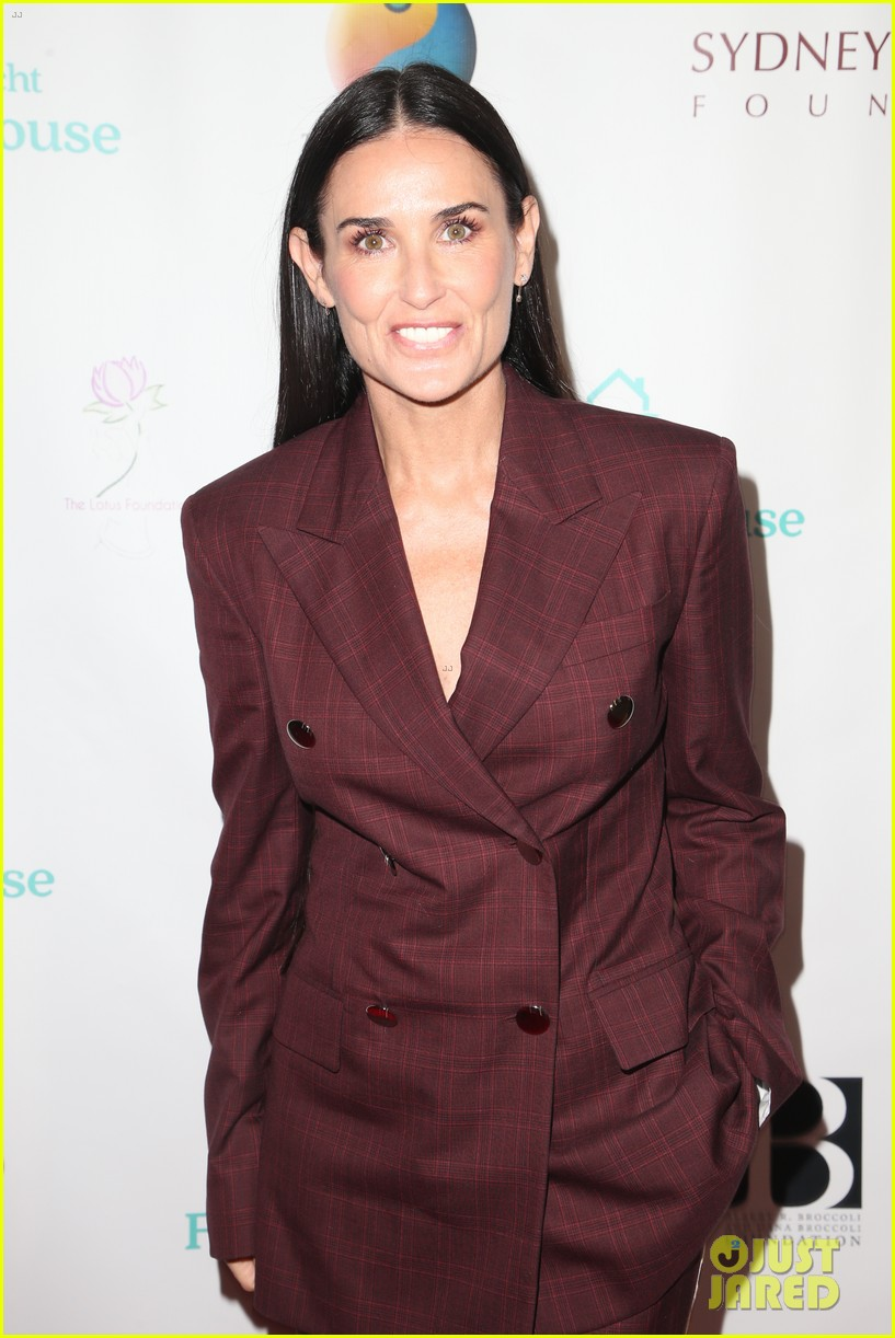 demi moore woman of the year peggy albrecht friendly house awards 02