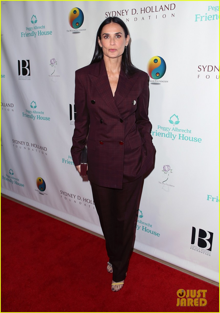 demi moore woman of the year peggy albrecht friendly house awards 04