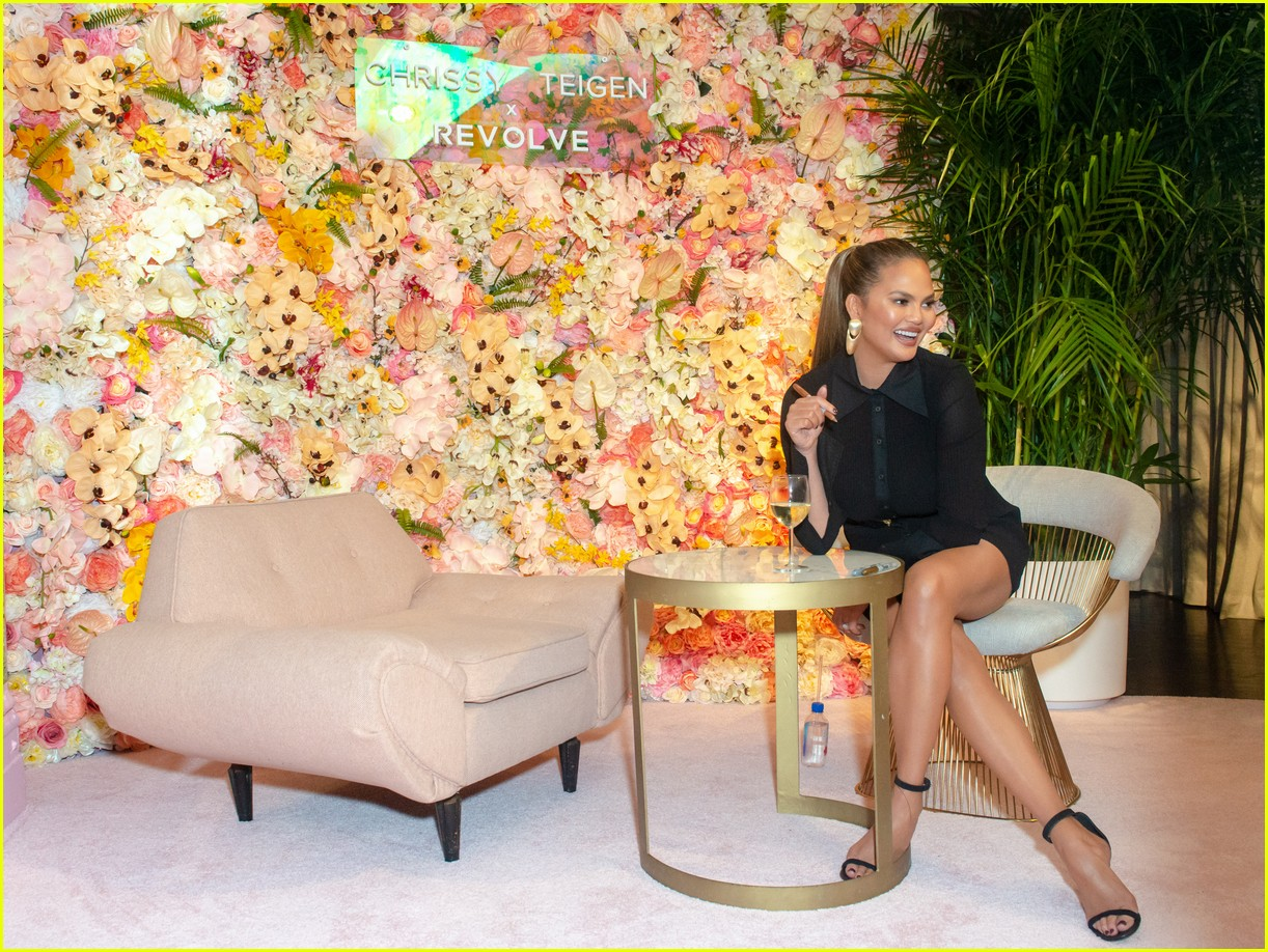 chrissy teigen shows off her revolve collection at nyc pop up04