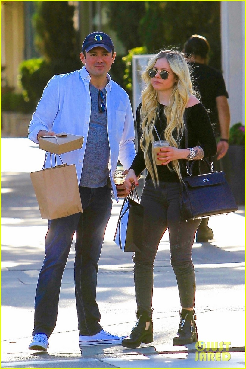 avril lavigne boyfriend phillip sarofim do some shopping in beverly hills 024177202