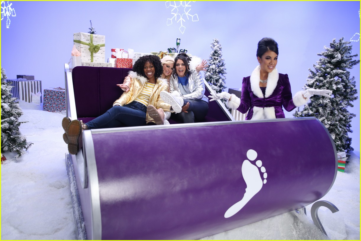 anna faris barefoot sleighin the holidays 04