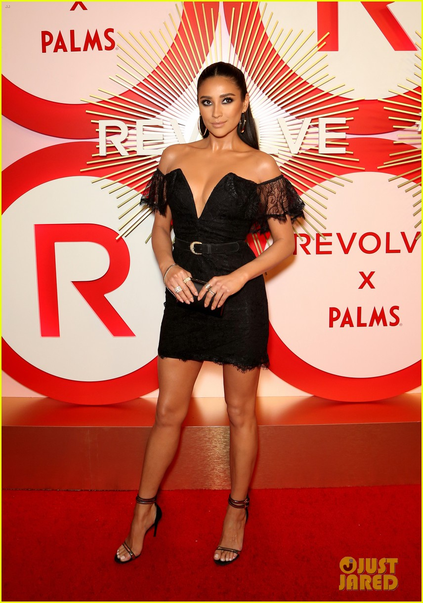 kendall jenner icon of the year revolve awards 2018 03