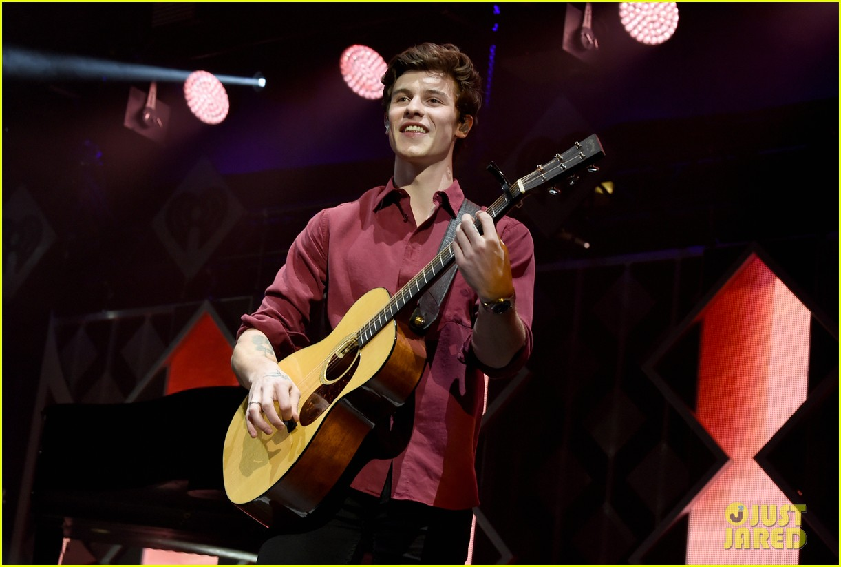 shawn mendes kicks off jingle ball 2018 dallas 01