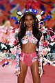 jasmine tookes sara sampaio victorias secret fashion show 04