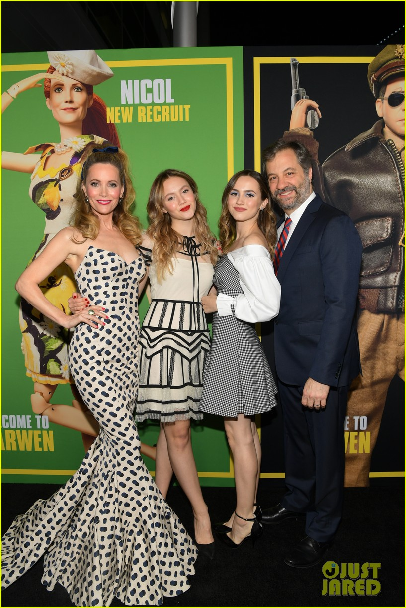 steve carell joins welcome to marwen cast at premiere 04