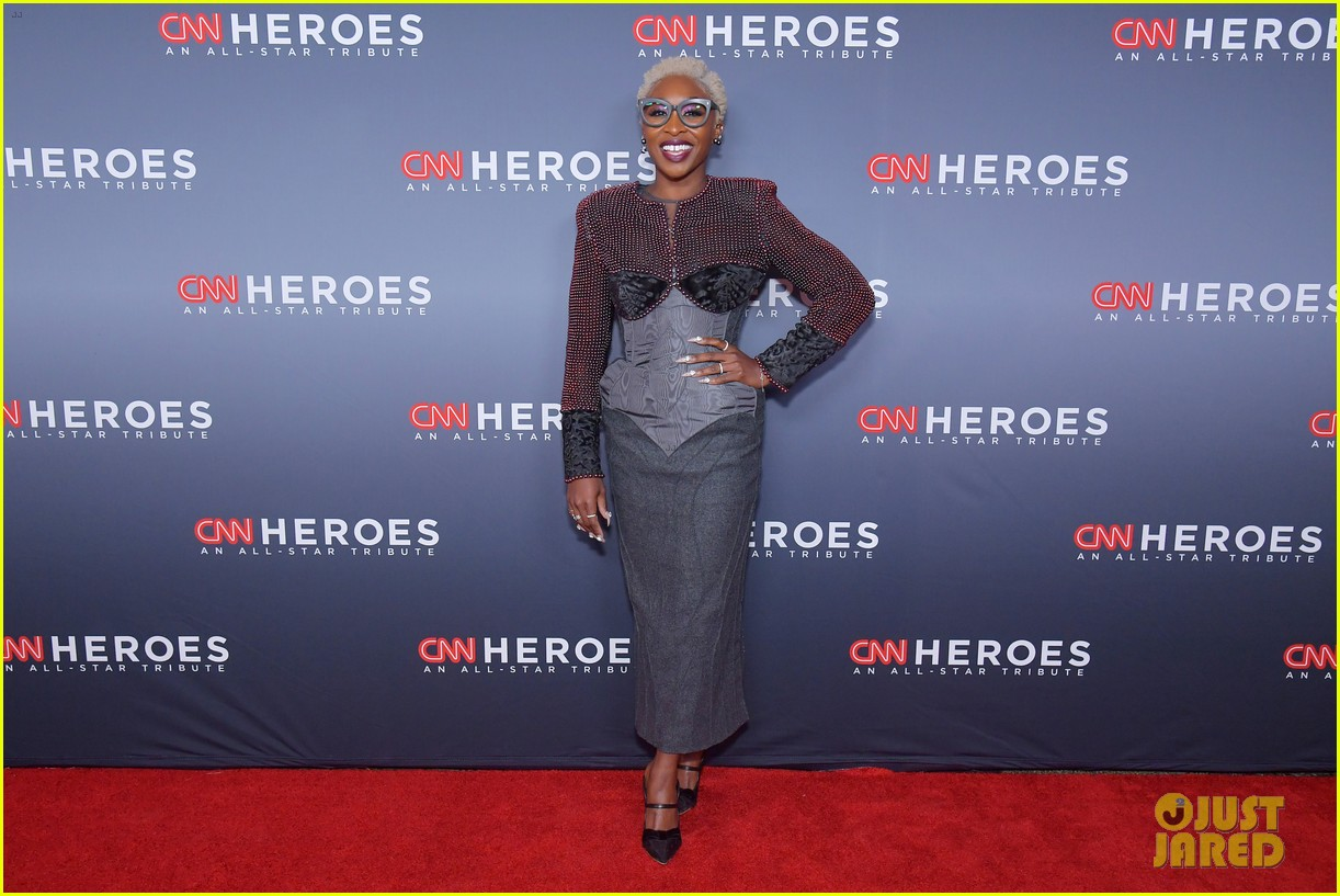 kelly ripa anderson cooper host star studded cnn heroes 22