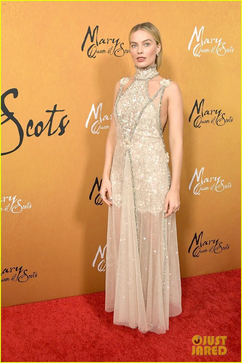 margot robbie saoirse ronan mary queen of scots premiere 05