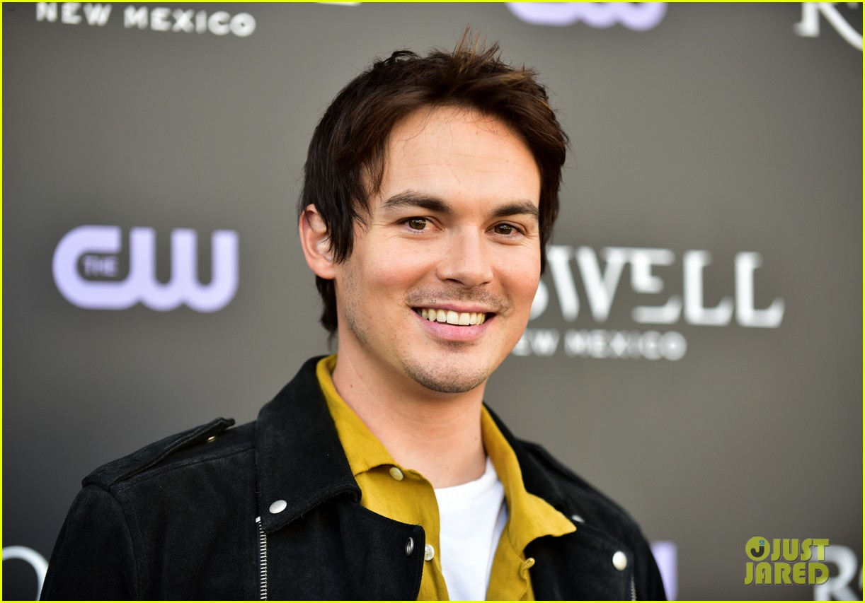 Tyler Blackburn Joins Jeanine Mason Nathan Parsons At Roswell New Mexico Premiere Photo 4210024 Heather Hemmens Jeanine Mason Lily Cowles Michael Trevino Michael Vlamis Nathan Parsons Trevor St John Tyler