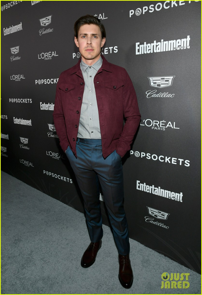 darren criss henry golding looks so suave at ew pre sag party 06
