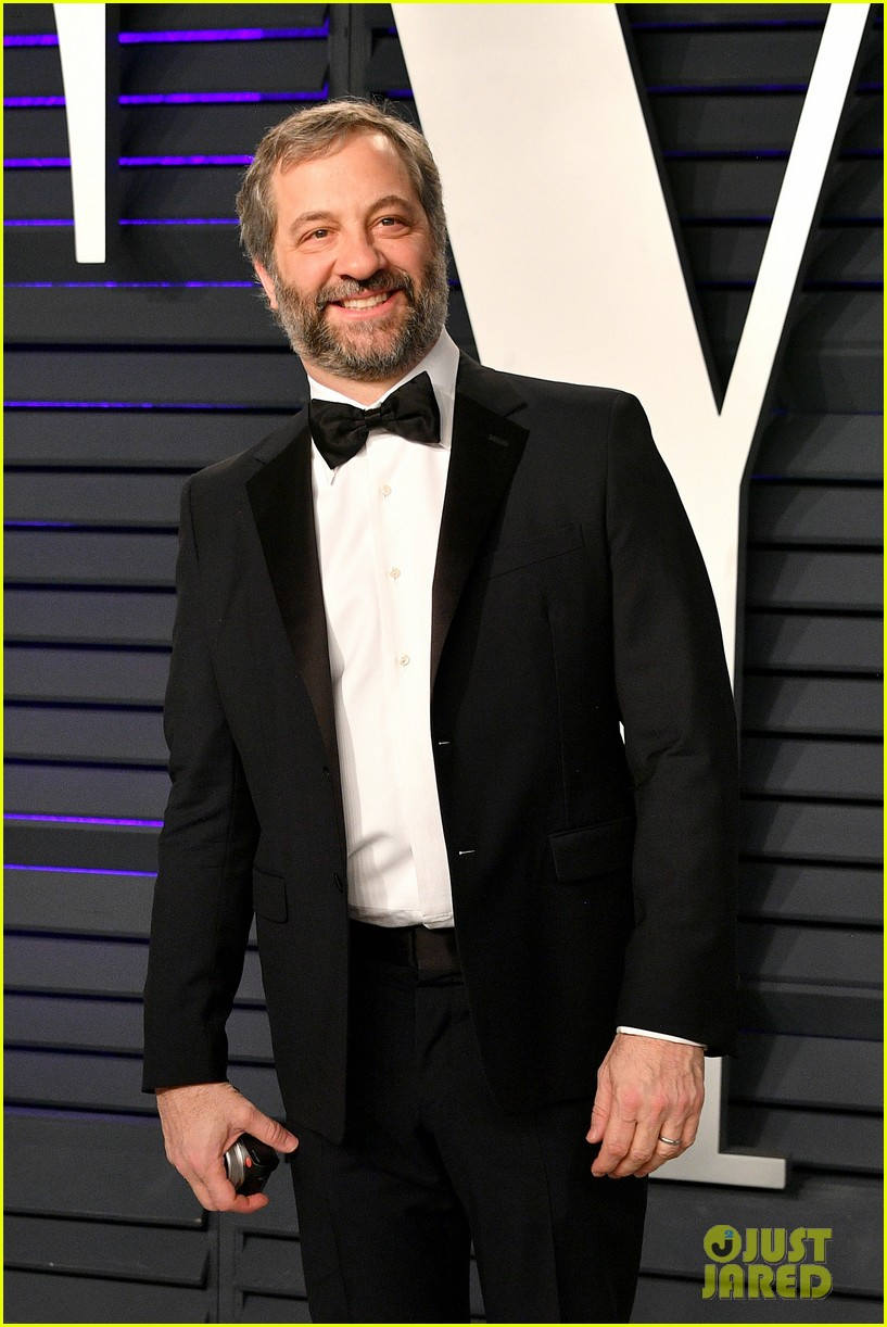 judd apatow snaps photos of leslie mann at vanity fairs oscars 2019 party 04