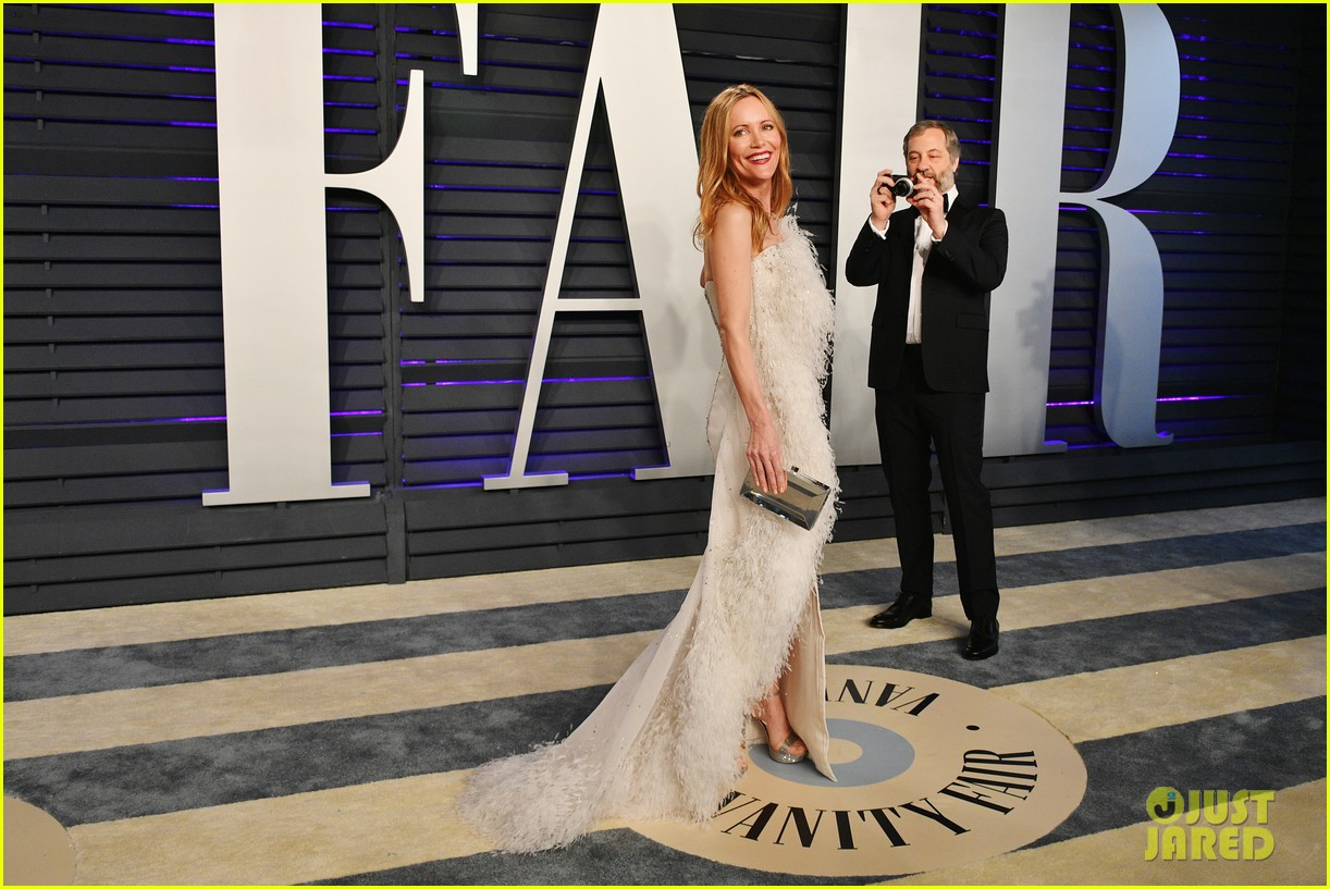 judd apatow snaps photos of leslie mann at vanity fairs oscars 2019 party 06