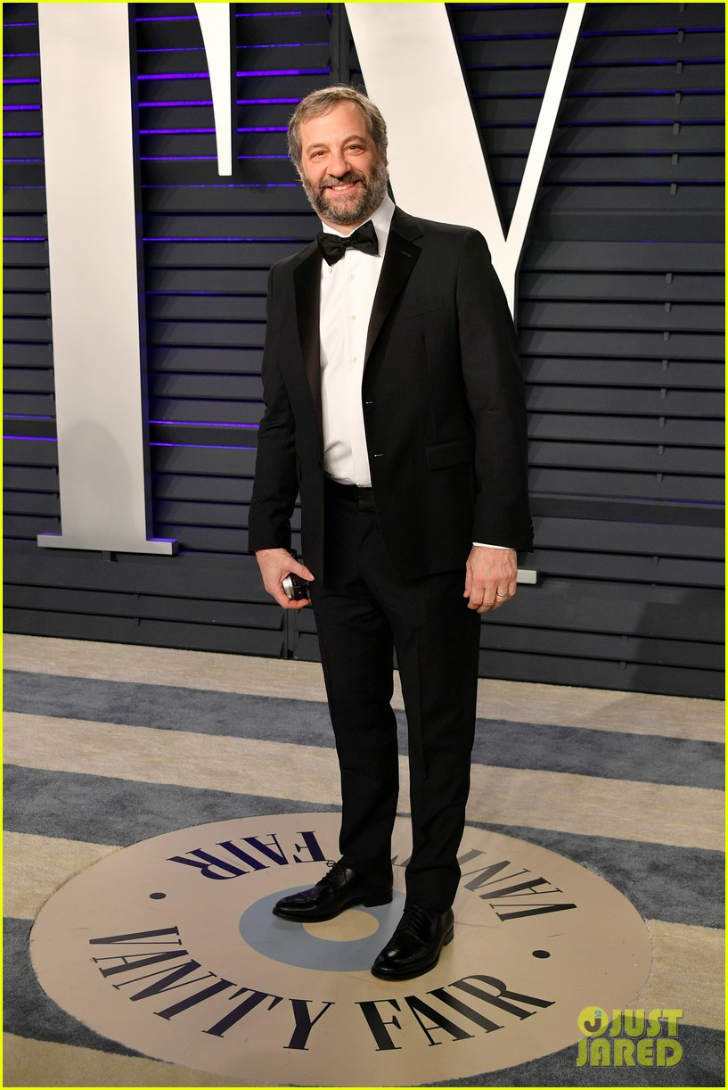 judd apatow snaps photos of leslie mann at vanity fairs oscars 2019 party 12