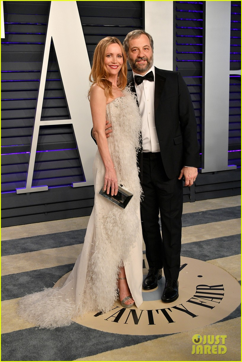 judd apatow snaps photos of leslie mann at vanity fairs oscars 2019 party 22