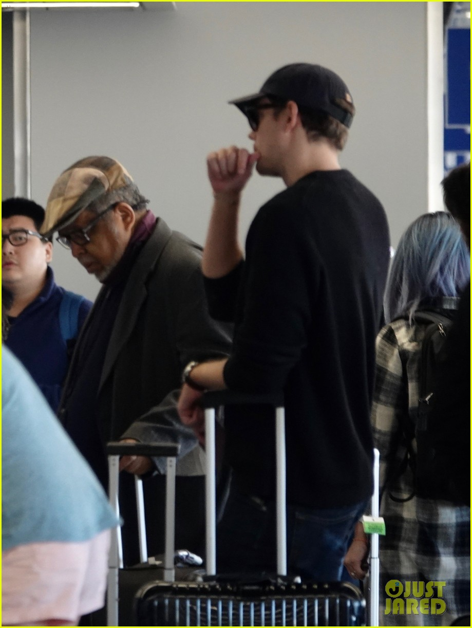 bill skarsgard at airport 17