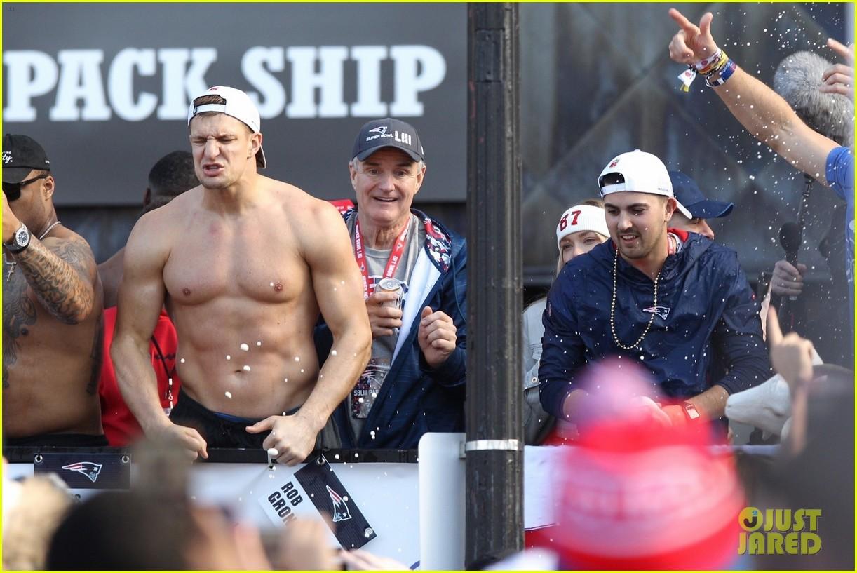 Hot Famous Men   Tom brady shirtless, Gronk