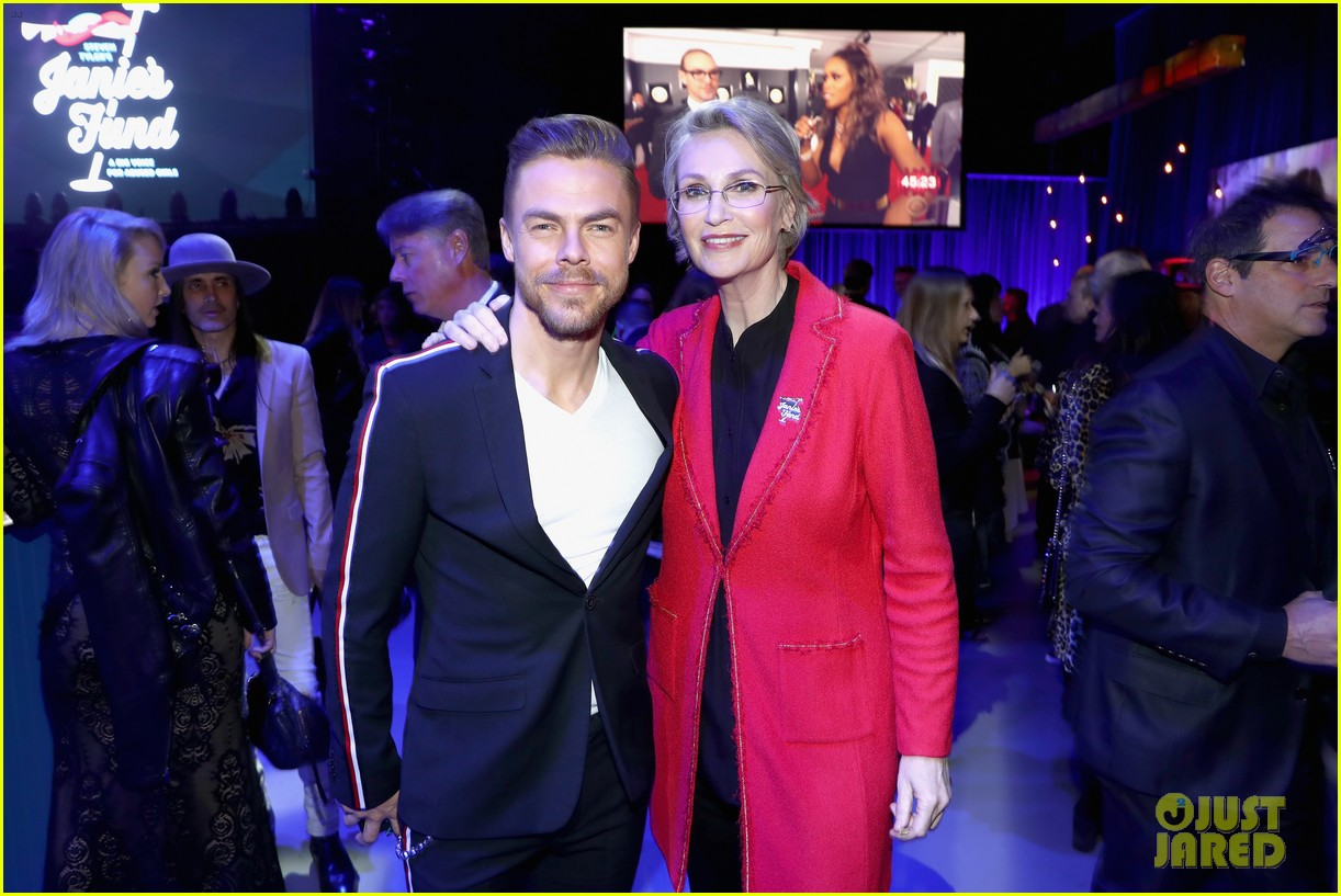 julianne and derek hough make it a family affair steven tylers grammys 2019 viewing party 16