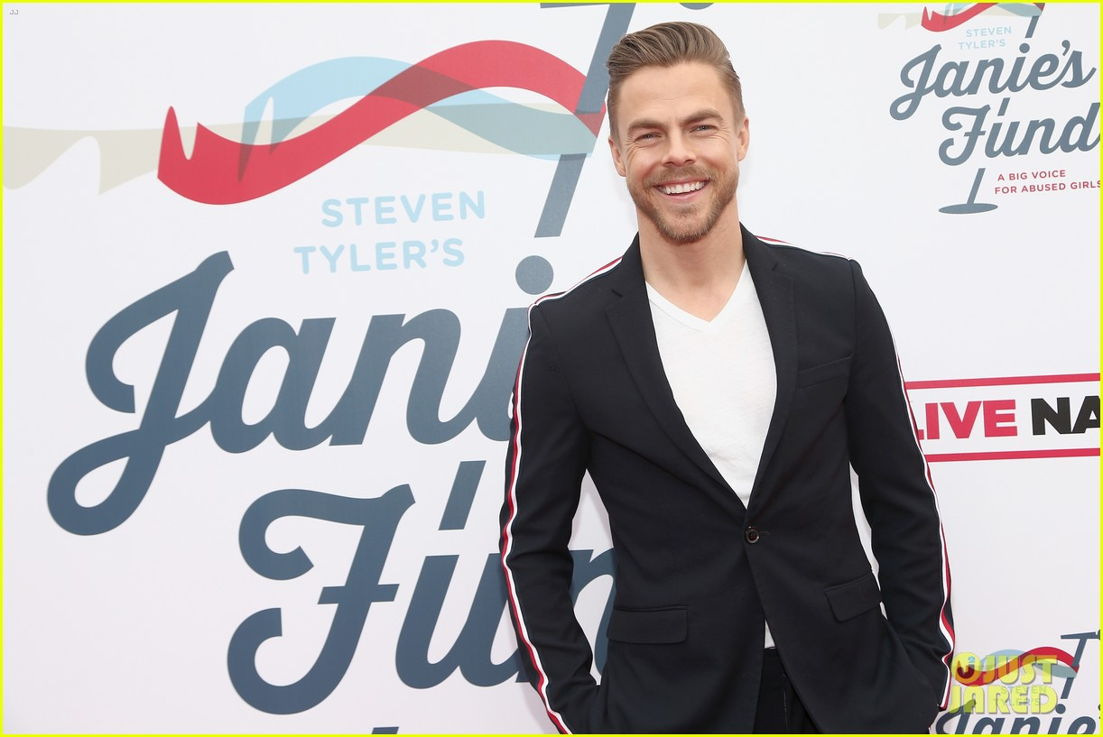 julianne and derek hough make it a family affair steven tylers grammys 2019 viewing party 17
