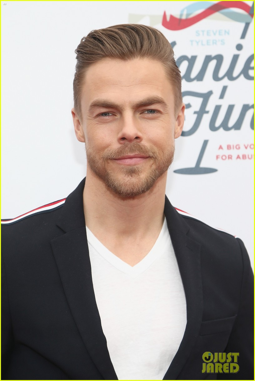 julianne and derek hough make it a family affair steven tylers grammys 2019 viewing party 22