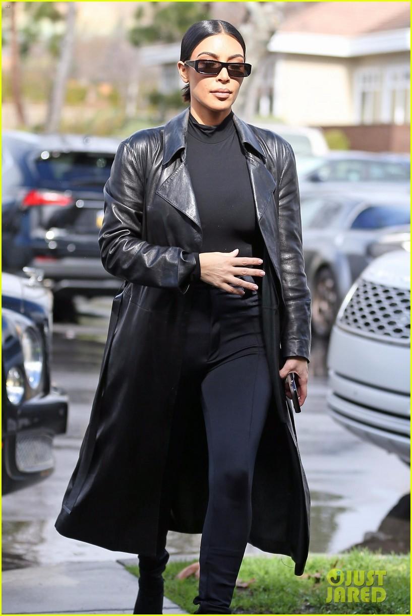 kim kardashian responds to bad skin day headline referring to these photos 01