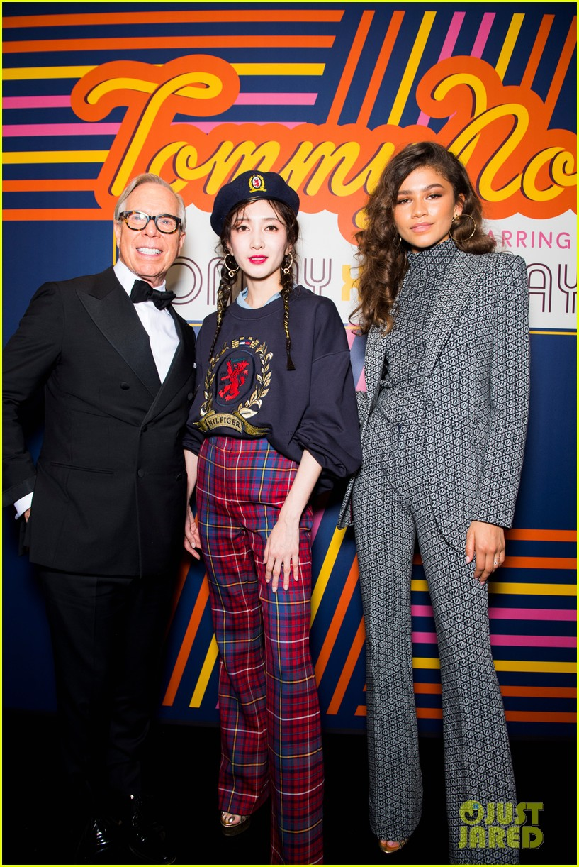 zendaya supported by gigi hadid tommy hilfiger show 16